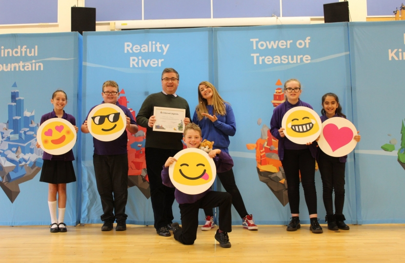 Google and Robert Buckland MP Visit School In South Swindon To Boost Kids' Online Safety