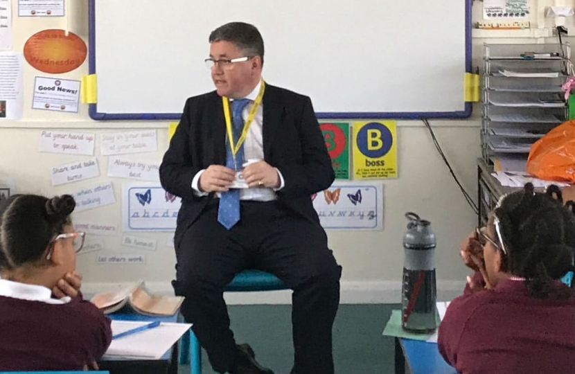 Robert Buckland QC MP speaking with pupils at Holy Cross School in South Swindon